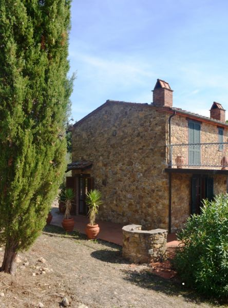 Porzione di rustico con piccolo oliveto  di circa 70mq con giardino in stile Toscano a 20 min. dal mare