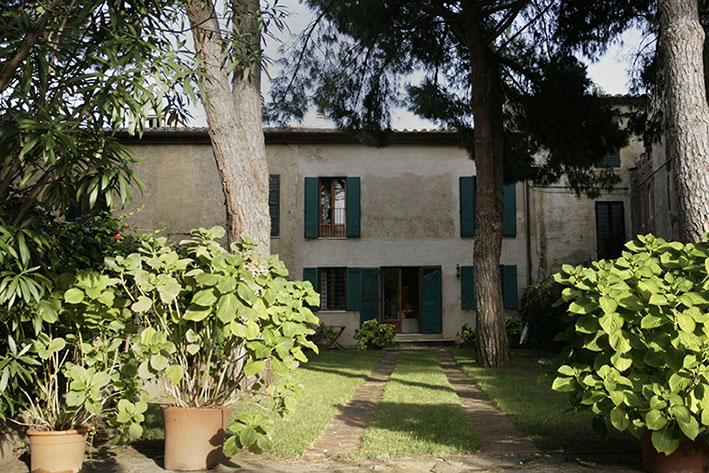 Palazzo / Stabile in vendita a Orbetello, 8 locali, zona Località: ALBINIA, Trattative riservate | Cambio Casa.it