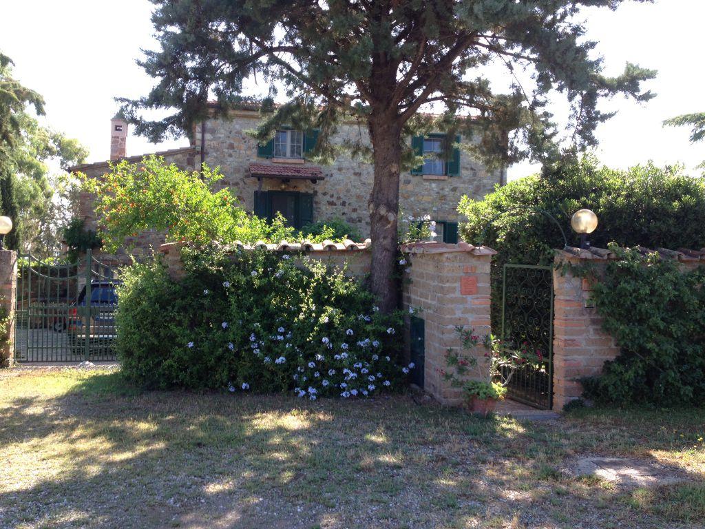 Antico casale di 320 mq in campagna con parco di 1ha in posizione da sogno a sud di Grosseto con 9 camere