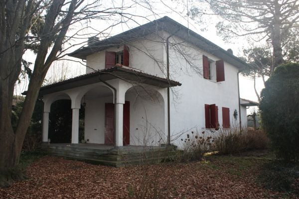 Villa in vendita a Massa, 6 locali, zona Località: POVEROMO, prezzo € 550.000 | Cambio Casa.it