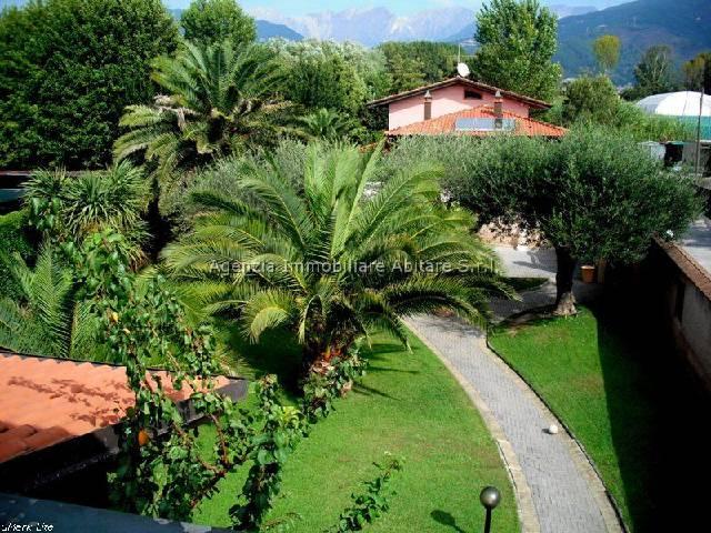 Villa in vendita a Massa, 6 locali, zona Località: RONCHI, Trattative riservate | Cambio Casa.it