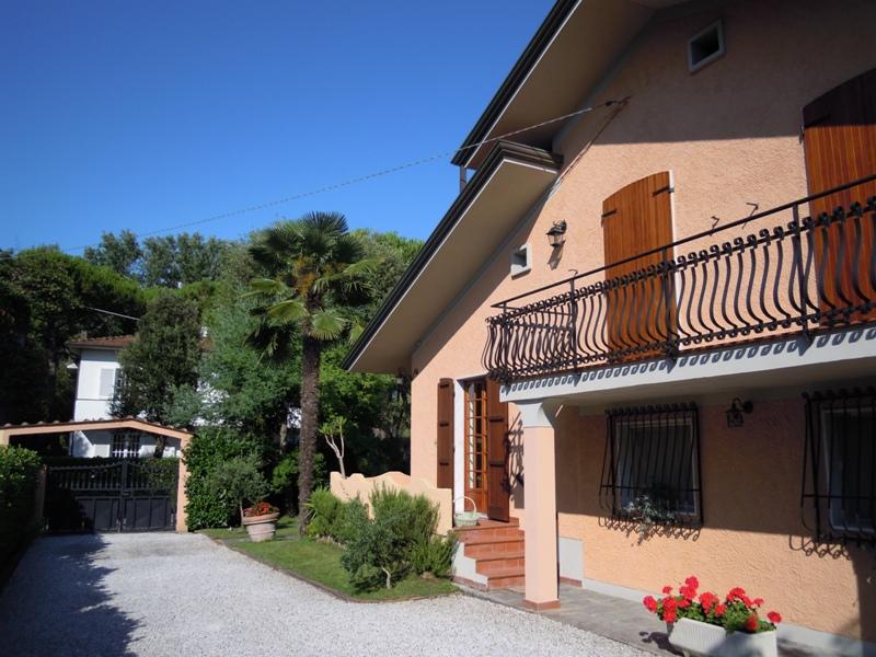 Villa in vendita a Massa, 9 locali, zona Località: POVEROMO, prezzo € 950.000 | Cambio Casa.it