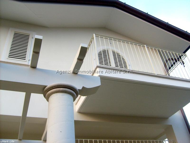 Villa in vendita a Massa, 6 locali, zona Località: RONCHI, prezzo € 600.000 | Cambio Casa.it