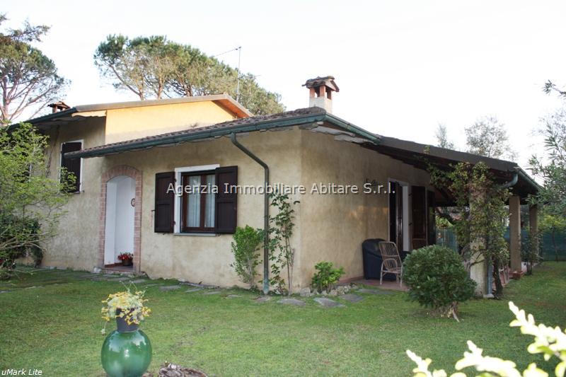 Villa in vendita a Massa, 8 locali, zona Località: POVEROMO, prezzo € 720.000 | Cambio Casa.it