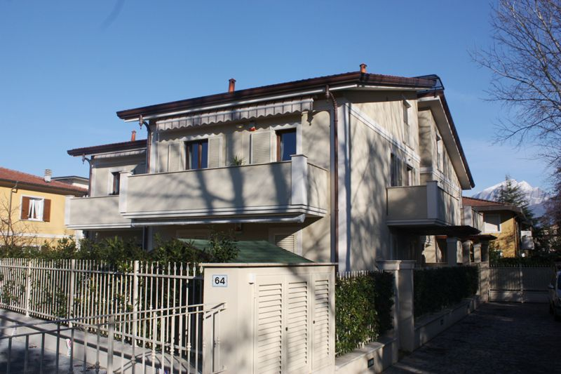 Appartamento massa vendita 115 mq riscaldamento for Berti arredamenti srl massa ms