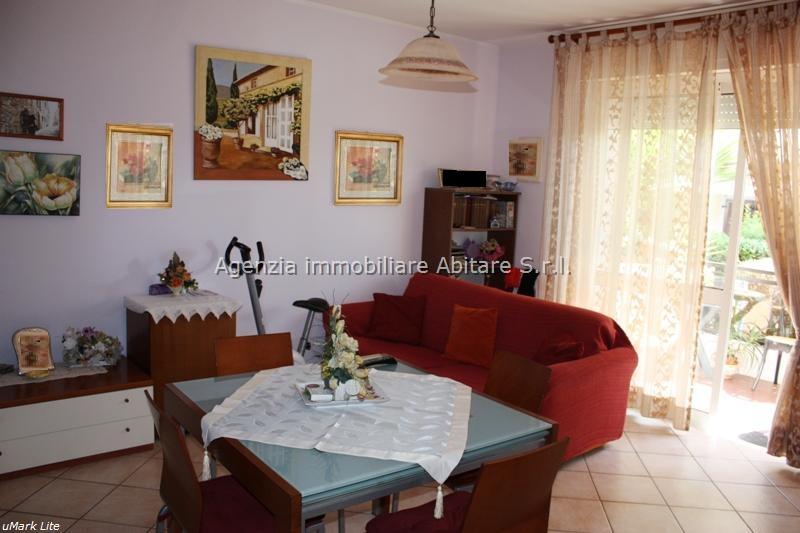 Soluzione Indipendente in vendita a Massa, 3 locali, zona Località: MARINA DI MASSA, prezzo € 195.000 | Cambio Casa.it