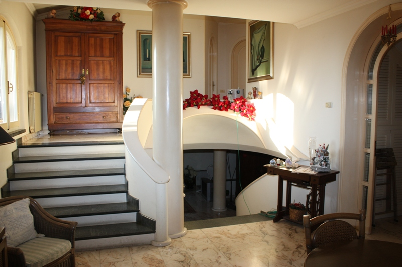 Villa in vendita a Montignoso, 8 locali, zona Località: GENERICA, Trattative riservate | Cambio Casa.it