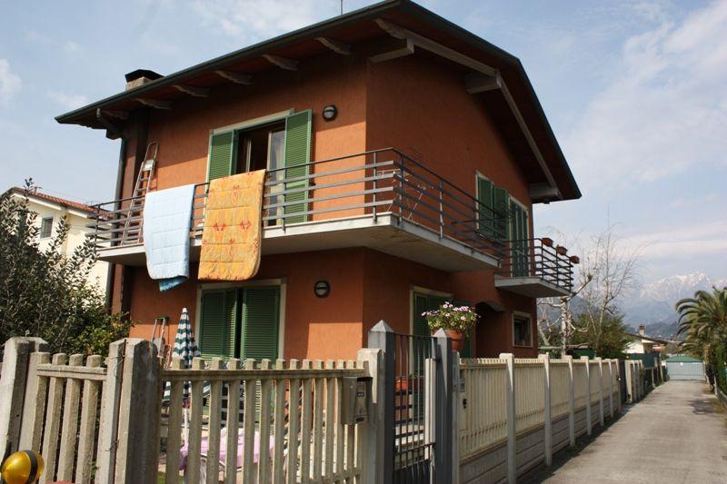 Soluzione Indipendente in vendita a Massa, 5 locali, zona Località: RONCHI, prezzo € 430.000 | Cambio Casa.it