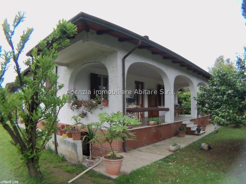 Villa in vendita a Massa, 5 locali, zona Località: POVEROMO, prezzo € 650.000 | Cambio Casa.it