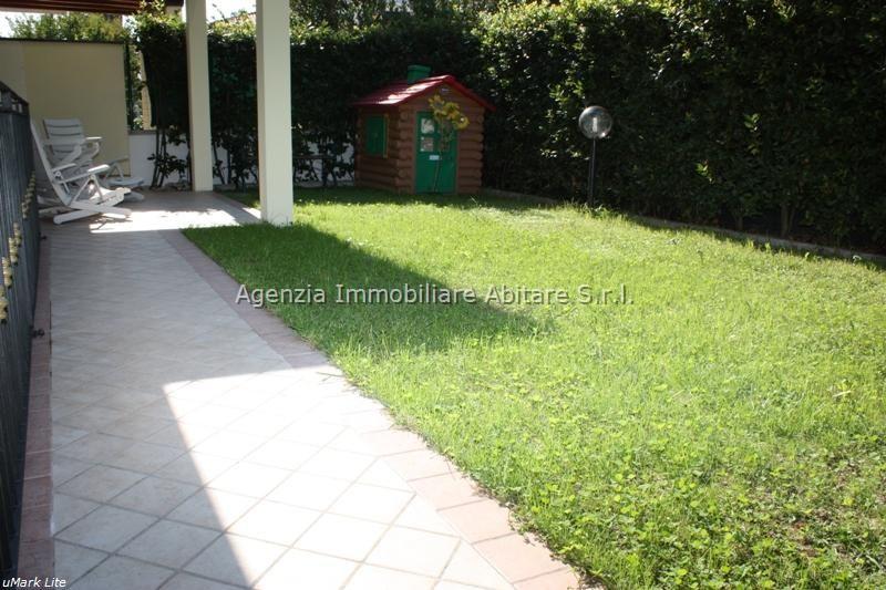 Soluzione Indipendente in vendita a Massa, 8 locali, zona Località: MARINA DI MASSA, prezzo € 380.000 | Cambio Casa.it