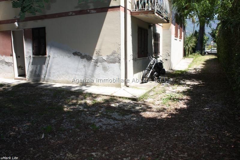 Soluzione Indipendente in vendita a Massa, 4 locali, zona Località: MARINA DI MASSA, prezzo € 250.000   Cambio Casa.it