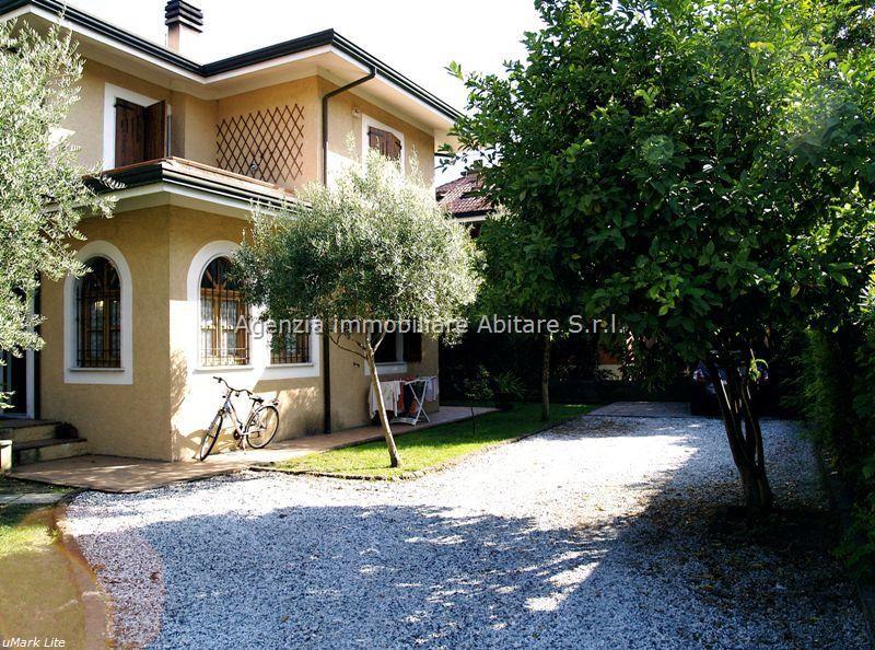 Soluzione Indipendente in vendita a Massa, 7 locali, zona Località: MARINA DI MASSA, prezzo € 720.000 | Cambio Casa.it