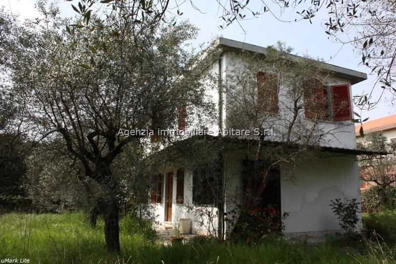 Soluzione Indipendente in vendita a Massa, 6 locali, zona Località: QUERCIOLI/RINCHIOSTRA, prezzo € 420.000 | Cambio Casa.it