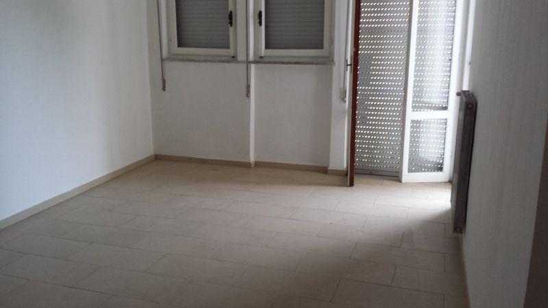 Appartamento in vendita a Carrara, 4 locali, zona Località: MARINA DI CARRARA, prezzo € 180.000 | Cambio Casa.it