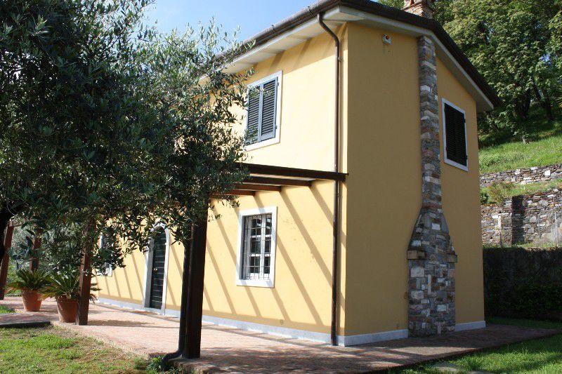 Villa in vendita a Carrara, 6 locali, zona Località: BONASCOLA, prezzo € 590.000 | Cambio Casa.it