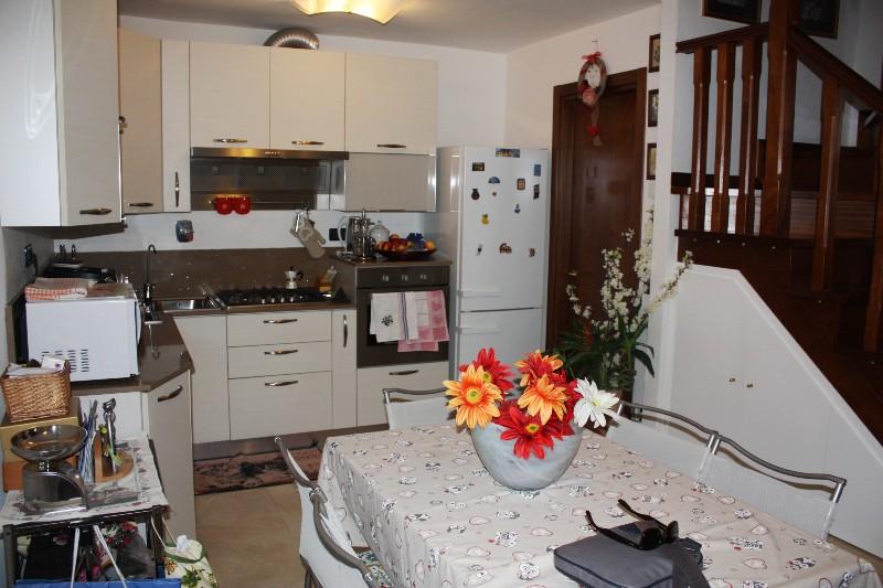 Soluzione Indipendente in vendita a Massa, 4 locali, zona Località: PERIFERIA, prezzo € 170.000 | Cambio Casa.it