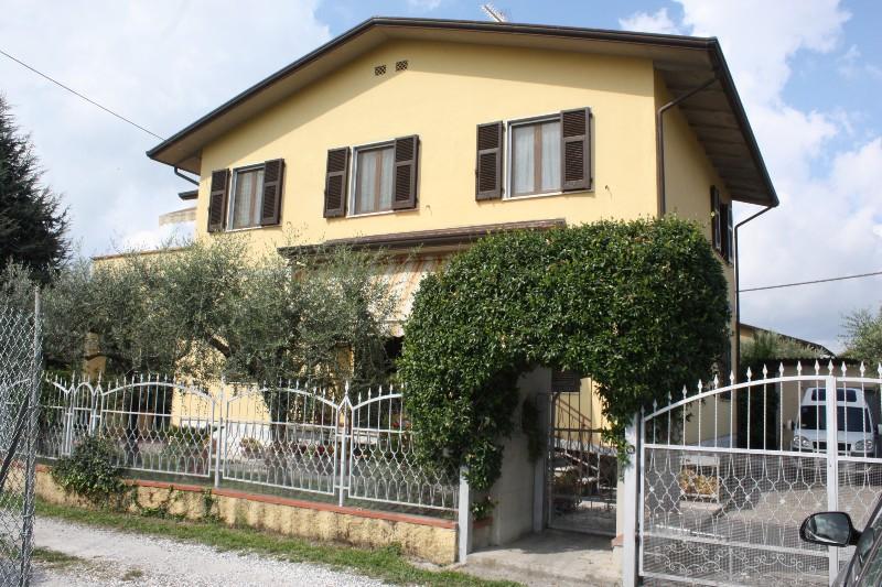 Soluzione Indipendente in vendita a Ortonovo, 10 locali, zona Zona: Luni Mare, prezzo € 450.000 | Cambio Casa.it