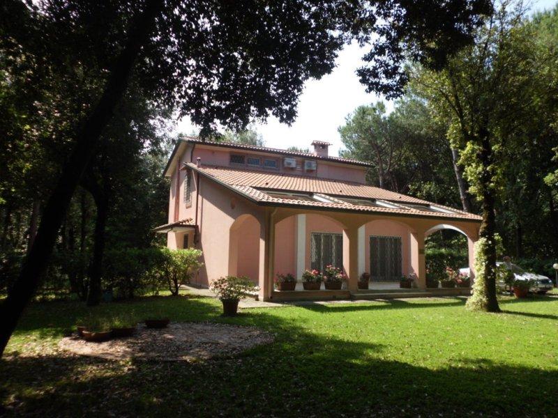 Villa in vendita a Massa, 7 locali, zona Località: POVEROMO, prezzo € 1.400.000 | Cambio Casa.it