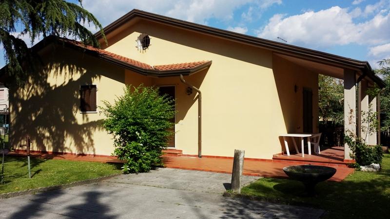 Soluzione Indipendente in vendita a Massa, 3 locali, zona Località: MARINA DI MASSA, prezzo € 350.000   Cambio Casa.it