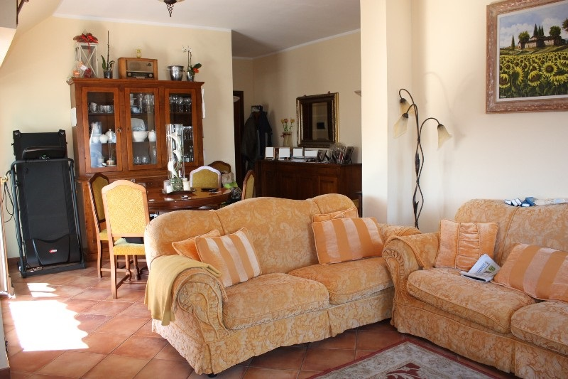 Attico / Mansarda in vendita a Massa, 4 locali, zona Località: MARINA DI MASSA, prezzo € 320.000 | Cambio Casa.it