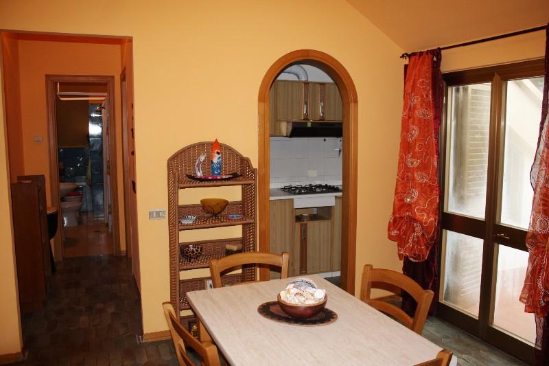 Attico / Mansarda in vendita a Massa, 2 locali, zona Località: MARINA DI MASSA, prezzo € 170.000   Cambio Casa.it