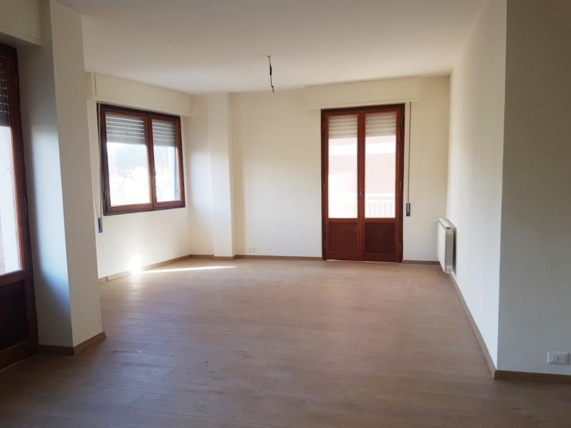 Appartamento 5 locali in vendita a Massa (MS)