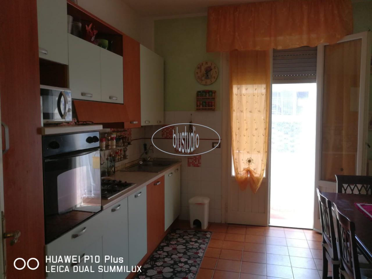 Appartamento in buone condizioni in vendita Rif. 10393289