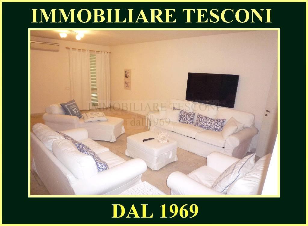 VILLA A SCHIERA in VACANZE a Pietrasanta, Lucca Rif.13542619