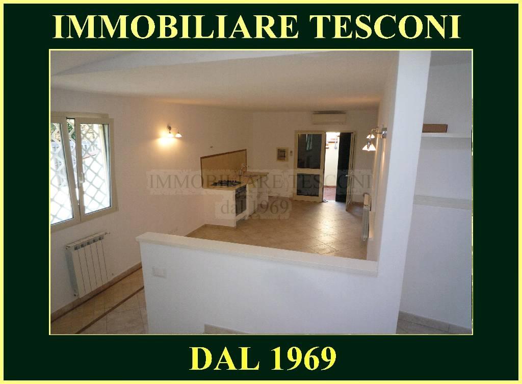 Soluzione Indipendente in vendita a Pietrasanta, 3 locali, zona Località: MARINA DI PIETRASANTA, Trattative riservate | Cambio Casa.it