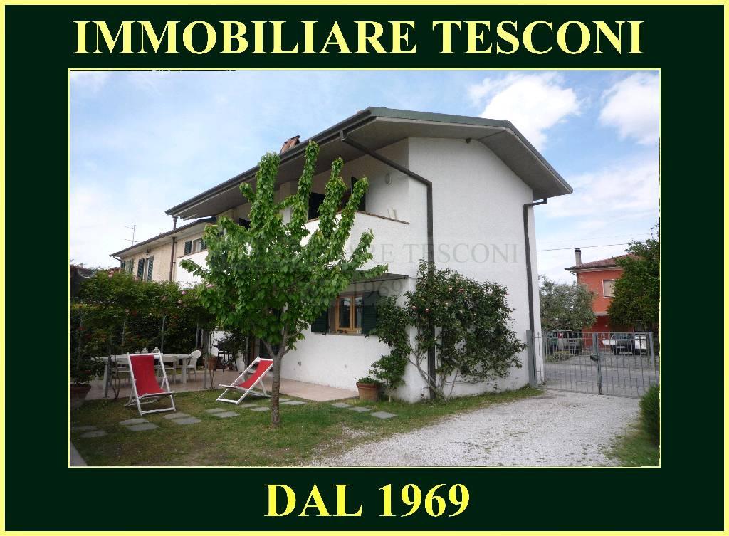 Soluzione Indipendente in vendita a Camaiore, 5 locali, zona Zona: Capezzano Pianore, prezzo € 420.000 | Cambio Casa.it