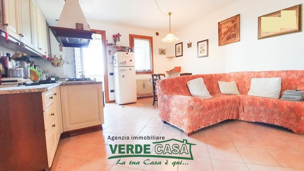 Appartamento in buone condizioni arredato in vendita Rif. 9006947