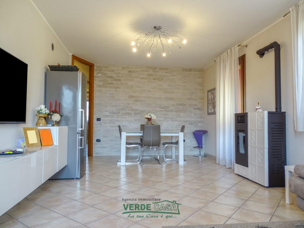 Appartamento in buone condizioni in vendita Rif. 9973158