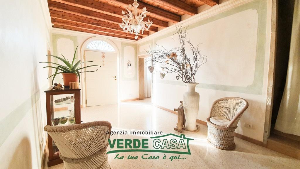 Appartamento in vendita a Riese Pio X, 8 locali, prezzo € 250.000 | PortaleAgenzieImmobiliari.it