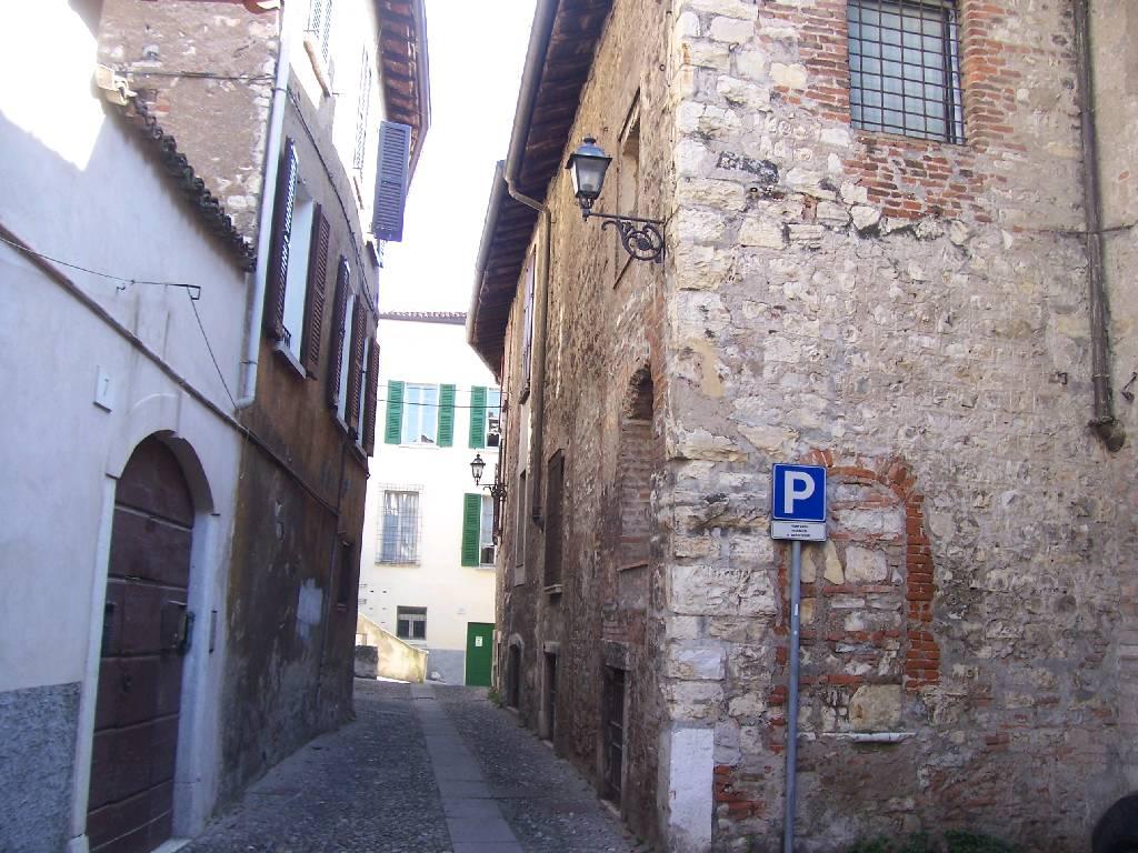 Palazzo / Stabile in Affitto a Brescia