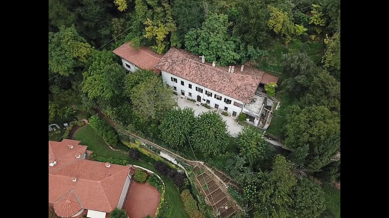 Villa in discrete condizioni in vendita Rif. 7009797