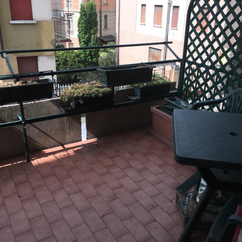 Appartamento in buone condizioni arredato in affitto Rif. 10435474
