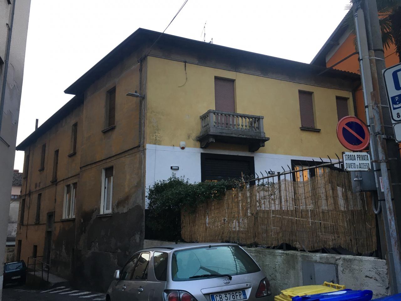 Stabile / Palazzo in discrete condizioni in vendita Rif. 11722887