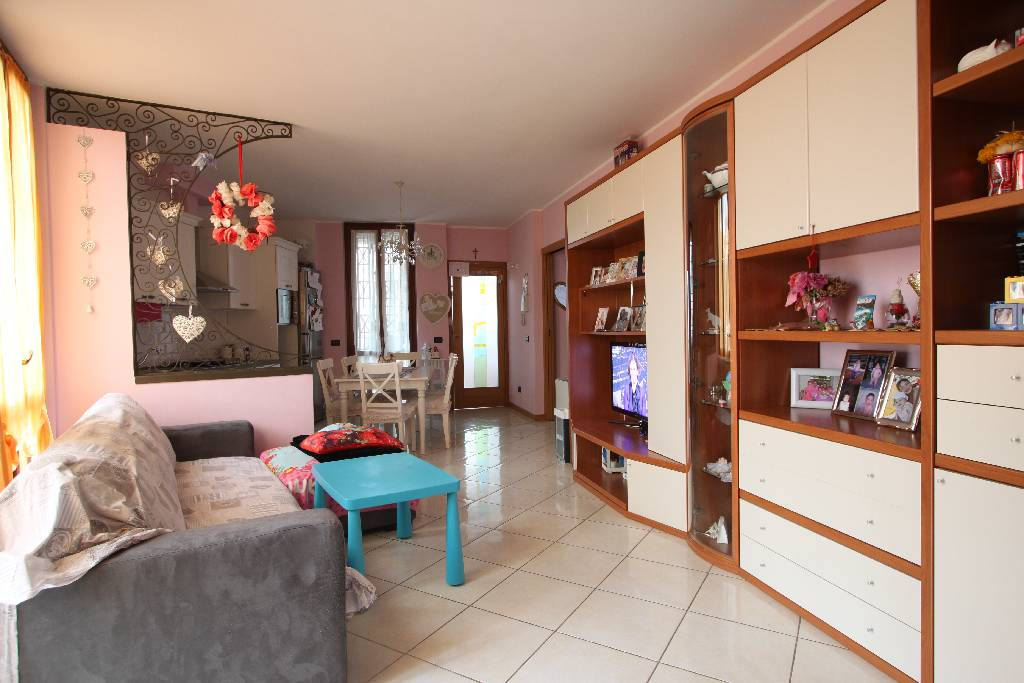 Appartamento in vendita a Caravaggio, 3 locali, prezzo € 185.000 | CambioCasa.it
