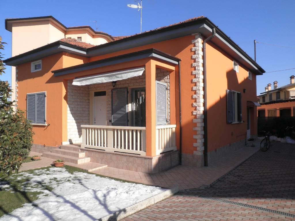 Villa in vendita a Treviglio, 3 locali, prezzo € 235.000 | Cambio Casa.it