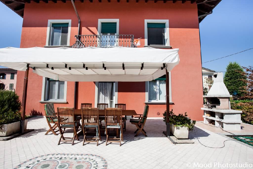 Villa in vendita a Castel Rozzone, 8 locali, prezzo € 550.000 | Cambio Casa.it