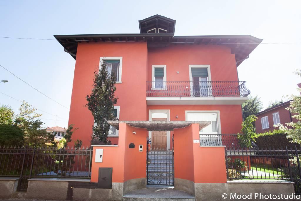 Villa in vendita a Castel Rozzone, 8 locali, Trattative riservate | CambioCasa.it