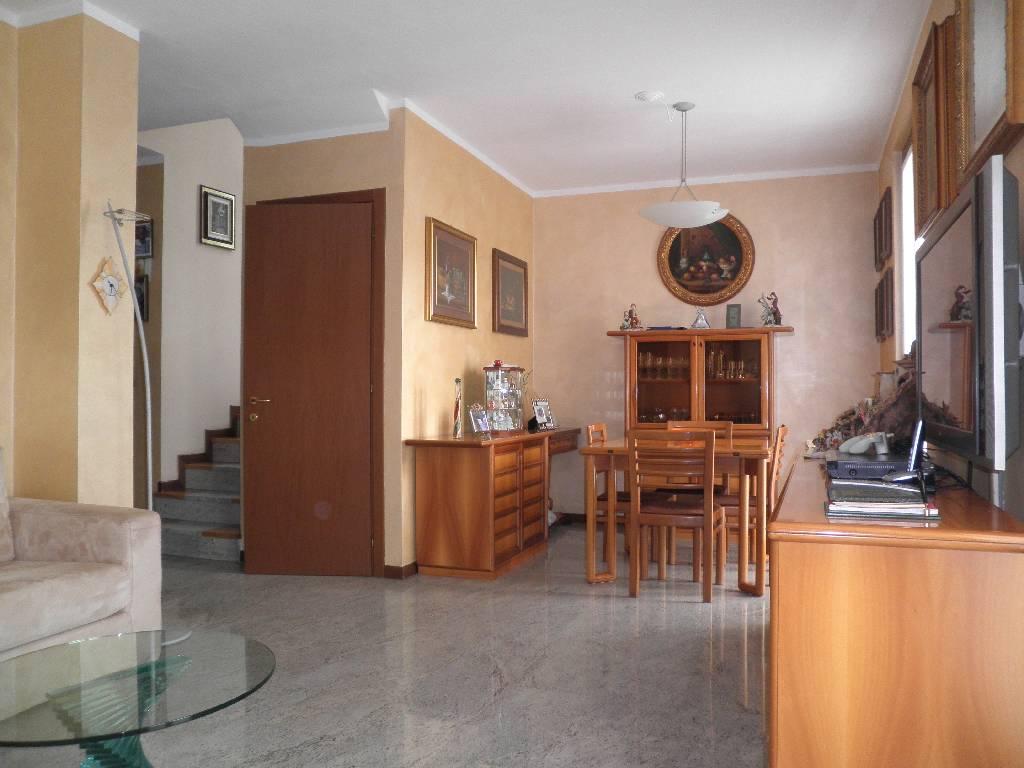 Villa in vendita a Treviglio, 5 locali, prezzo € 360.000   CambioCasa.it