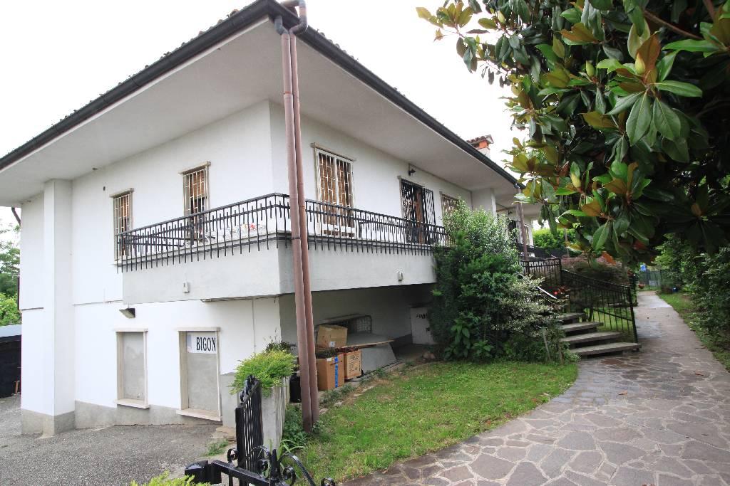 Soluzione Indipendente in vendita a Treviglio, 7 locali, prezzo € 415.000 | Cambio Casa.it