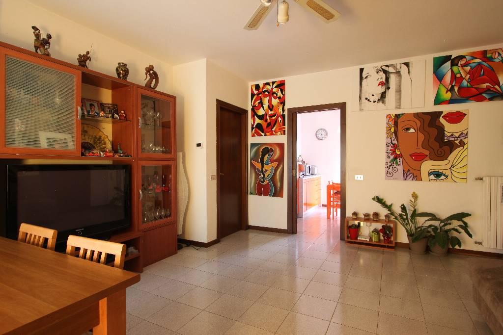 Appartamento in vendita a Calvenzano, 3 locali, prezzo € 105.000 | Cambio Casa.it