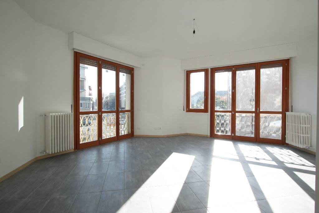 Appartamento in affitto a Treviglio, 3 locali, prezzo € 550 | Cambio Casa.it