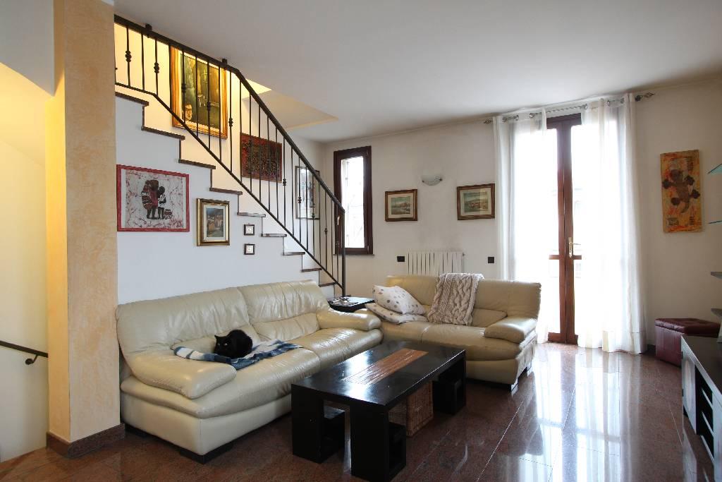 Villa a Schiera in vendita a Fornovo San Giovanni, 5 locali, prezzo € 179.000 | Cambio Casa.it