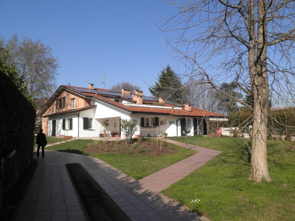 Villa in Vendita a Brignano Gera d'Adda