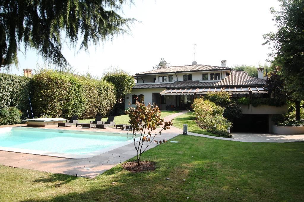 Villa in vendita a Brignano Gera d'Adda, 8 locali, Trattative riservate | CambioCasa.it