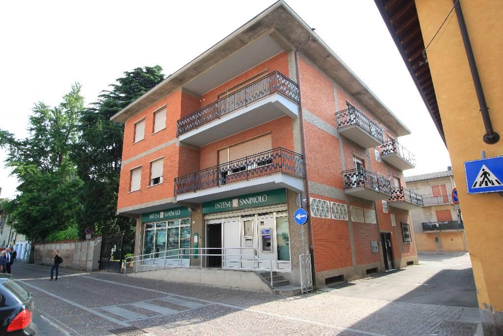 Negozio / Locale in affitto a Lurano, 5 locali, prezzo € 1.200 | CambioCasa.it