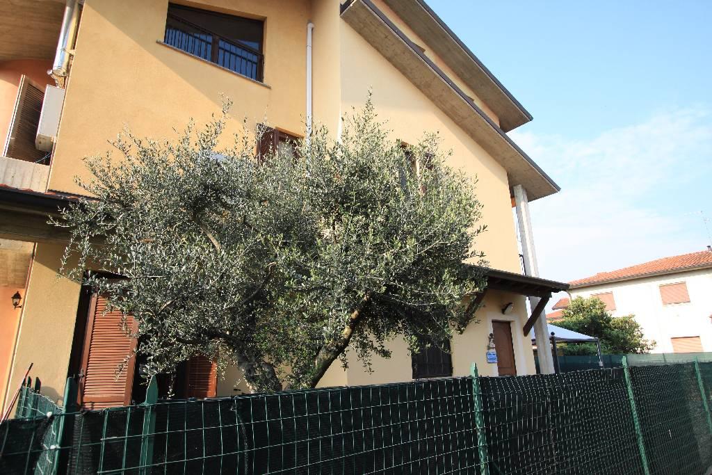 Villa a Schiera in Vendita a Lurano